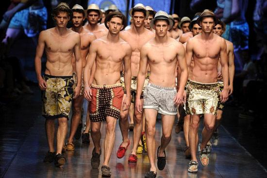 D&G每場時裝秀都請來眾多精壯名模為品牌壯勢。