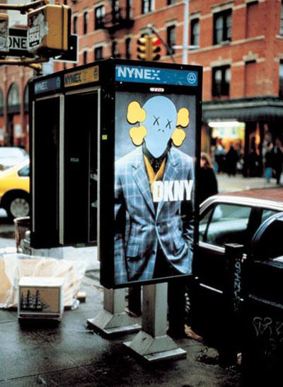 Kaws替DKNY的廣告海報上加了招牌塗鴉