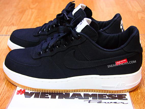 Supreme x Nike Air Force 1 鞋底