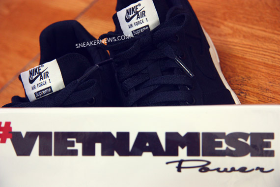 Supreme x Nike Air Force 1 鞋舌