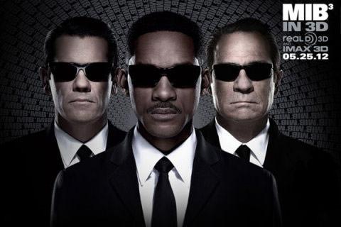 ▲電影MIB星際戰警中威爾史密斯配戴雷朋墨鏡,襯托出J探員的超酷形象。(左圖/取自維基百科)