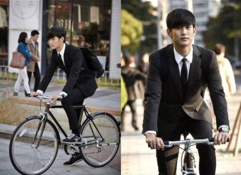 ▲詮釋外星人都敏俊一角的金秀賢,在《來自星星的你》劇中時經常穿著西裝騎單車,時尚感十足。(圖/取自SBS TV)