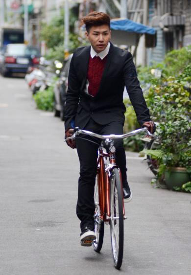 ▲台灣藝人歐漢聲平常都騎著單車趴趴走,享受無拘無束的愜意感。(資料圖/記者林調遜攝)