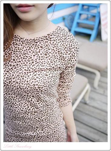 小小的滿版豹紋感覺就比較不狂野反而有甜美的感覺~