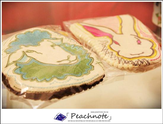 因為我的綿羊查理熱(?)還沒有退而選中的日本Kaza農場物語綿羊兔兔傳奇化妝包