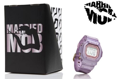 Baby-G x Married To The Mob跨界合作推出烈豔粉唇錶款。
