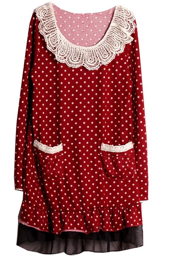 超可愛的點點洋裝×喜氣的正紅色,很有耶誕氣息呢!