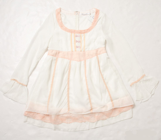 粉嫩配色的輕柔感洋裝,穿上它就像女神一樣浪漫。