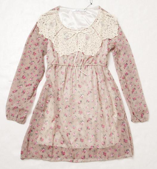 日雜大推的田園系碎花洋裝,精緻的蕾絲領口好復古