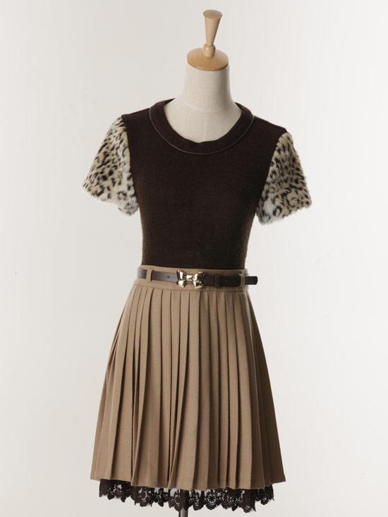 假兩件式的經典款洋裝,同時擁有多種異材質的組合。