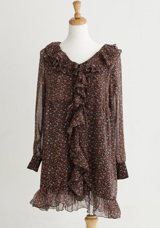 冬天也能使用的甜美碎花洋裝,搭配長版的軍外就OK!