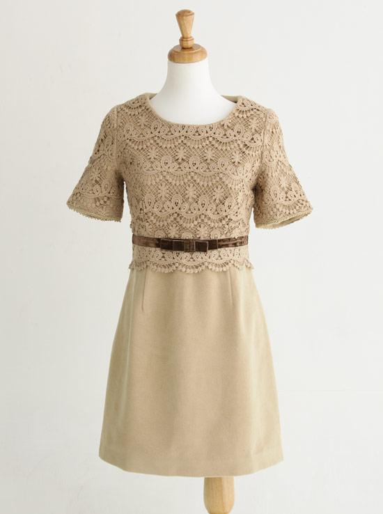 蕾絲刺繡拼接毛呢洋裝,剪裁大方任何場合都能使用唷!