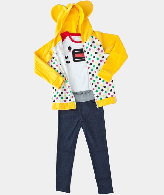 俏皮的豆腐君表情T配上點點外套,展現出活力女孩的感覺~。