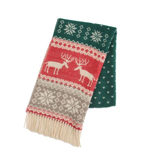 從去年火紅到今年的麋鹿圖騰圍巾,亮麗的配色是視覺焦點。