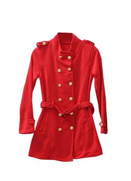 長版的軍裝大衣可當長洋裝又可當外套,兩用式的穿搭加上顯瘦的視覺效果,一定要入手。
