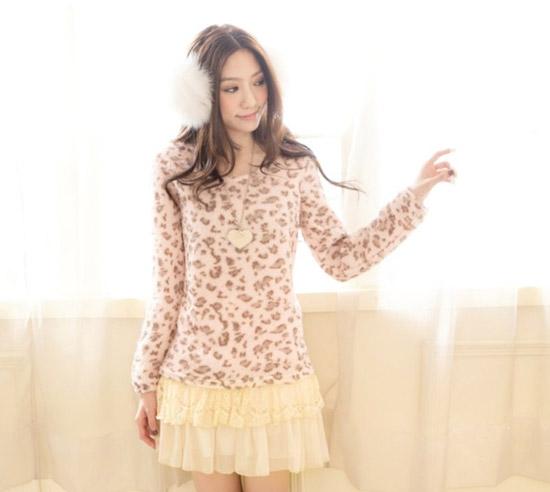 豹紋拼接蕾絲洋裝,甜美又性感