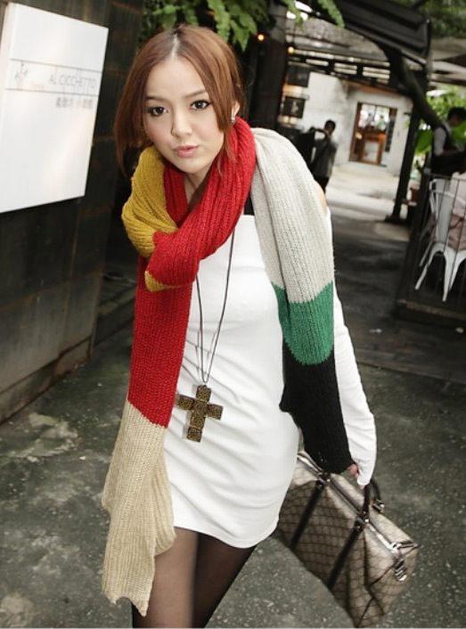各式各樣的圍巾搭配能展現不同的感覺,秋冬圍巾是不能少的配件喔