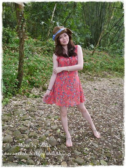 部落客,清甜美荷葉領碎花洋裝,浪漫優雅花朵雪紡罩衫,AMI揭載林依晨著用百褶洋裝,早春繽紛色西裝外套