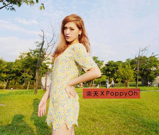 夏日穿搭,圓領短袖洋裝,高筒平底鞋,雪紡連身裙,雙層三用包,