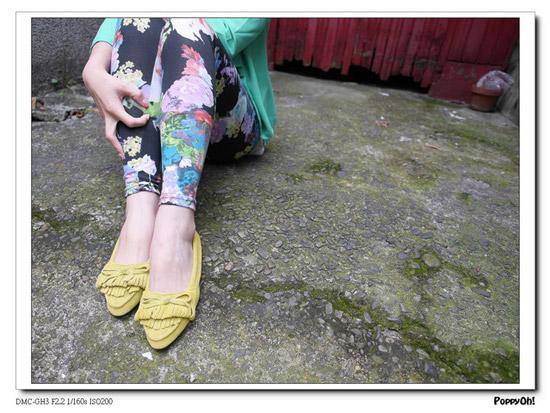 雪紡西裝外套,花色棉質內搭褲,麂皮休閒鞋,挖背長版背心,兩件式長洋裝