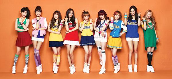 先前少女時代為手錶品牌代言,運用短裙、短褲加上繽紛色彩,穿出甜美運動風。