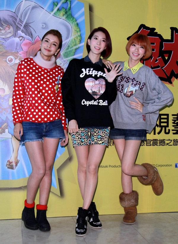 Dream girls穿上可愛圓點、文字圖的圓領棉衫