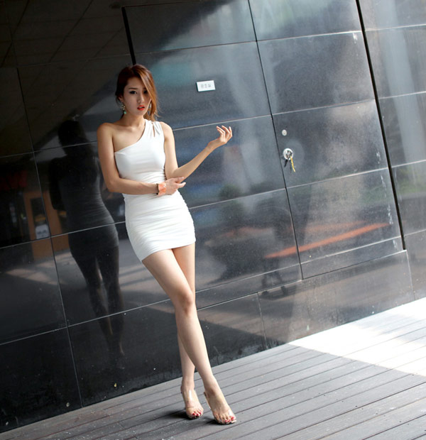 ▲pingj STORE(100%韓國空運進口 韓國時尚性感斜肩鏤空合身曲線洋裝