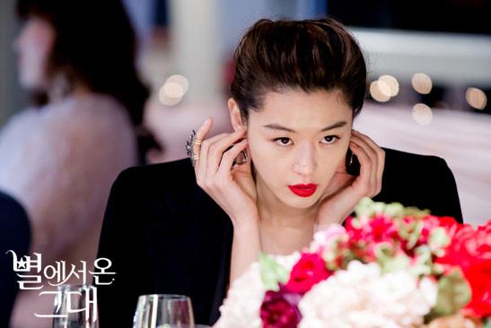 ▲千頌伊的紅唇熱潮持續發燒。(圖/擷自SBS官網)
